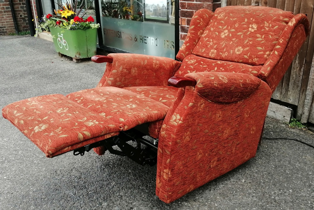 CELEBRITY Electric Recliner Armchair